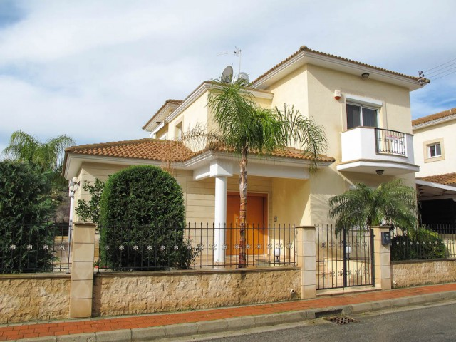 Вилла в Лимассоле с 3 спальнями, Agios Tychonas
