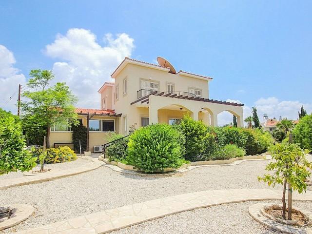 Вилла в Пафосе с 6 спальнями, Coral Bay