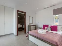 Вилла в Пафосе с 8 спальнями, Coral Bay